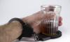 У петербургских бизнесменов за долги арестовали 248 000 бутылок водки