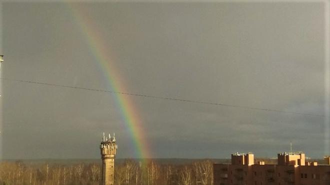 Петербуржцы запечатлели на фото зимнюю радугу