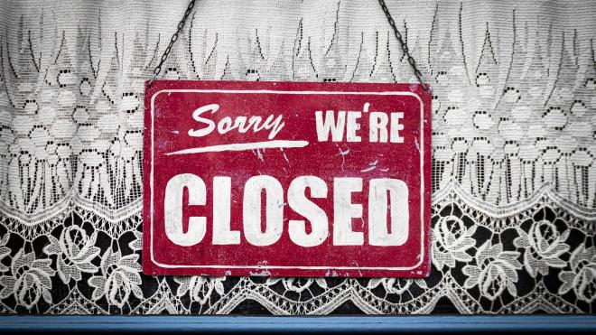 В Петербурге на неделю закроют все, кроме магазинов первой необходимости и аптек