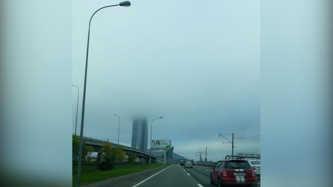 """Утром в среду """"Лахта Центр"""" пропал в тумане"""