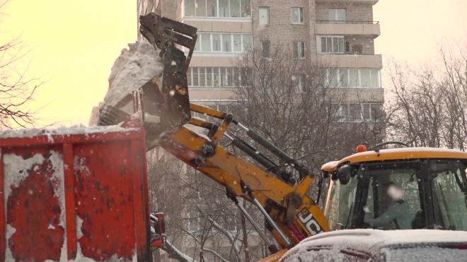 С гололедицей в Петербурге борются около 20 машин с реагентами