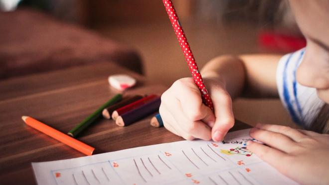 Губернатор Петербурга подписал закон о дополнительной поддержке семей с детьми