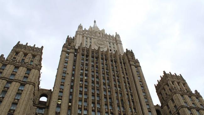 МИД заявил, что Россия не участвует в политических гонках по вакцинам
