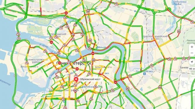 В центре Северной столицы образовались 6-бальные пробки