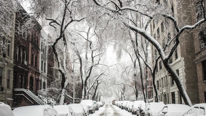 За выходные в Петербурге расплавили более 230 тысяч кубометров снега
