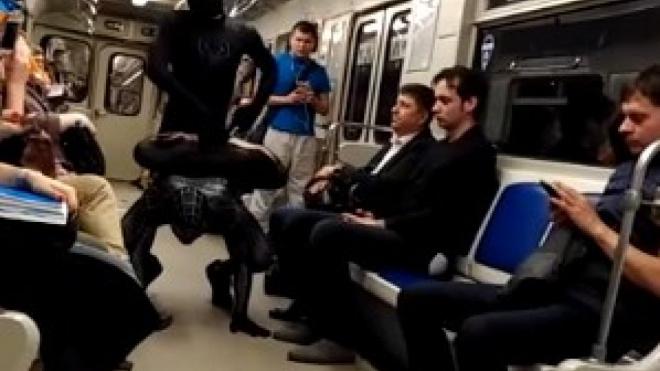 Спайдермены выступили перед пассажирами петербургского метро