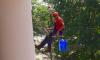 Промышленный альпинист упал с третьего этажа бизнес-центра