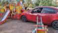 Автоледи перепутала газ и тормоз и влетела на детскую ...