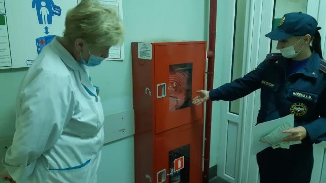 У сотрудников детской больницы и роддома в Выборге проверили знания противопожарной безопасности