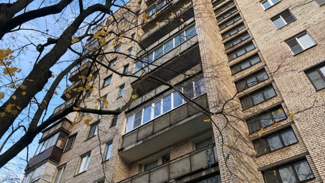 На Комендантском проспекте из окна выпал 17-летний студент