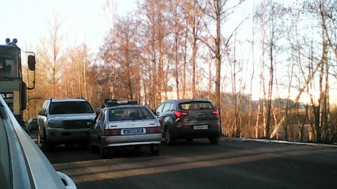 На Токсовском шоссе Land Cruiser врезался в автомобиль ДПС