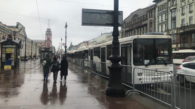 На Невский проспект прибывают пустые автобусы