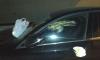 Жители Шушар отомстили автохаму на Mercedes, размазав содержимое подгузника по машине