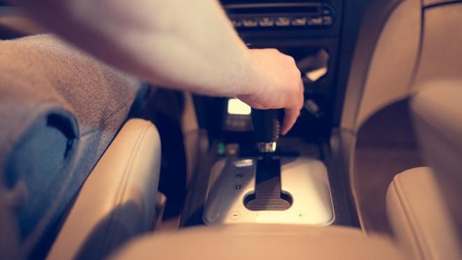 С августа автовладельцы будут получать госномера по месту прописки