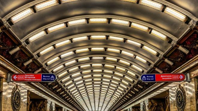 """Станция метро """"Проспект Ветеранов"""" недоступна для пассажиров более 50 минут"""