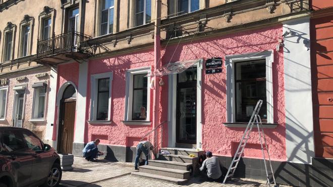 Фасад дома на улице Жуковского поменял цвет. Некоторые петербуржцы недовольны