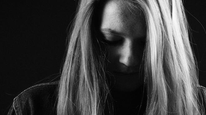 Мужчина похитил и насильно удерживал девушку в петербургском отеле, подсадив ее на наркотики