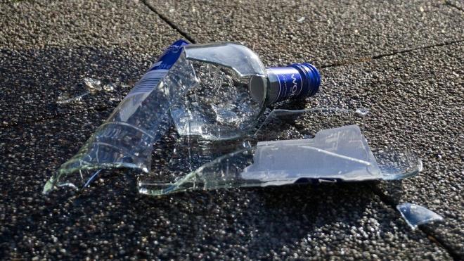 На Днепропетровской улице мужчина силой отобрал у прохожей бутылку водки