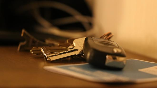 У техника-инкассатора из Выборга угнали автомобиль с сейфом и 1,6 млн рублей
