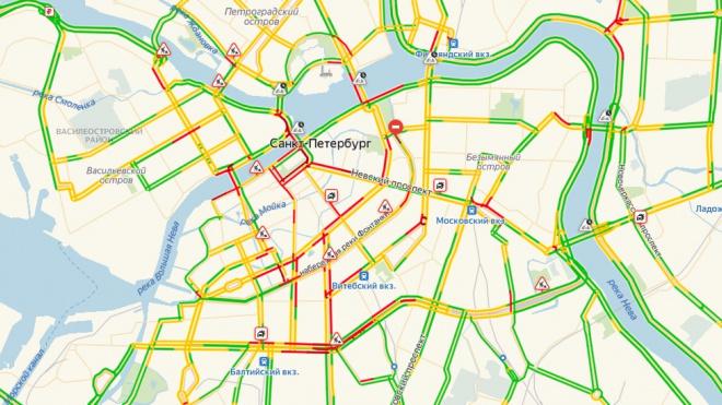 Петербуржцы встали в пробки из-за приезда Медведева