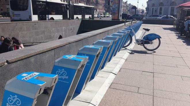 На Луначарского восстанавливают разметку велодорожки, на которой все еще стоит ларек