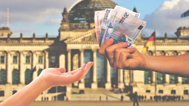Центробанк установил официальные курсы доллара и евро на 21 августа