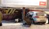 На Свердловской набережной водитель на полной скорости врезался в рекламный щит
