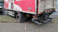 """Мокрый газон в Девяткино """"задержал"""" грузовик"""