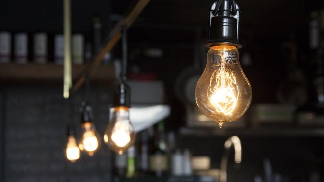 В Вырице из-за аварии на электросетях почти тысяча человек осталась без света
