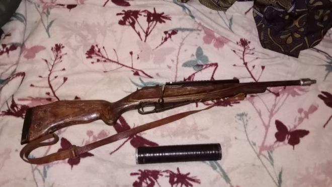Под Выборгом задержали мужчину с винтовкой в автомобиле и складом оружия дома