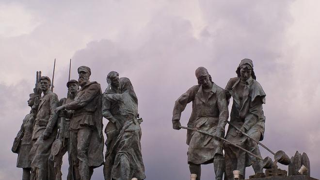 Подсветку Монумента героическим защитникам Ленинграда обновят