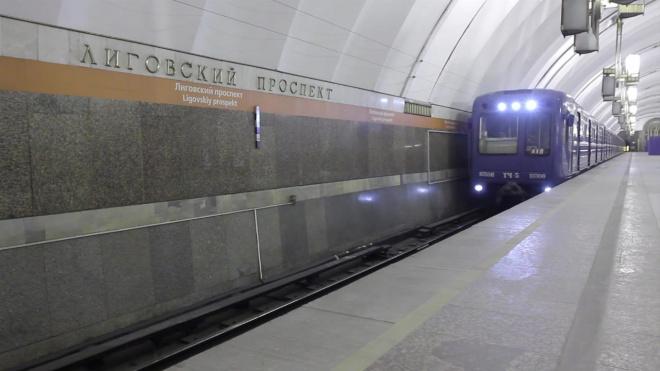 """В петербургском метро рассказали, почему иногда составы идут не по """"своей"""" ветке"""
