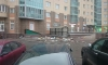 На Варшавской девушка выбросила из окна стремянку и телевизор своего мужа