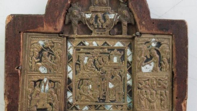 Петербуржец пытался незаконно вывезти старинные иконыв Европу