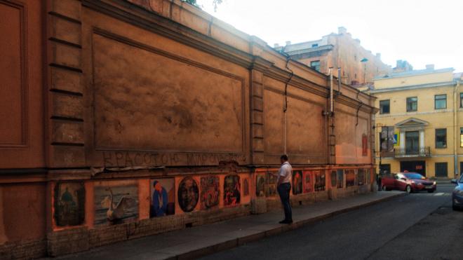 Галерею фресок в переулке Радищева не закрасят до сентября