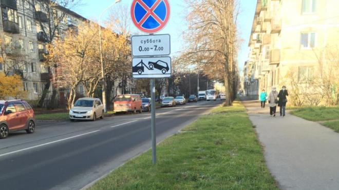 В Калининском районе решили избавиться от саженцев