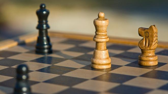 Карлсен дважды проиграл на ЧМ по быстрым шахматам в Петербурге