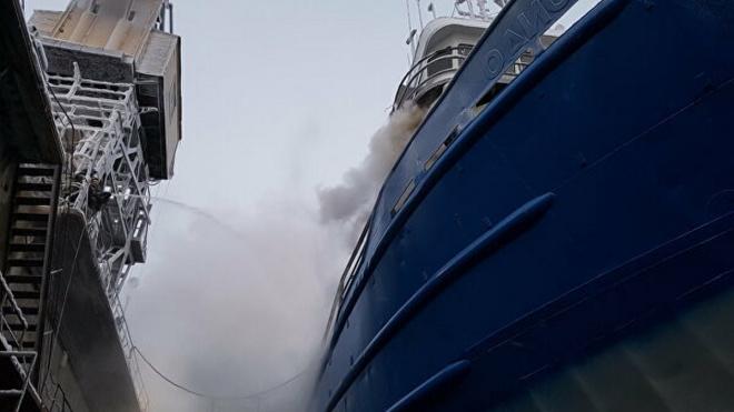 В Охотском море на траулере с российскими моряками произошел пожар