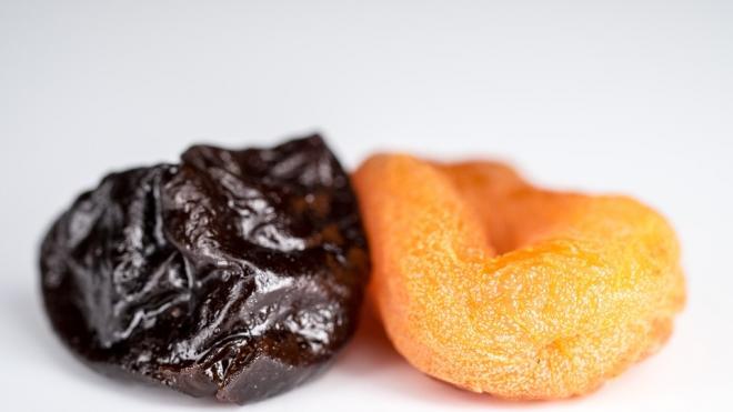 В Петербург из Аргентины и Чили привезли 42 тонны чернослива