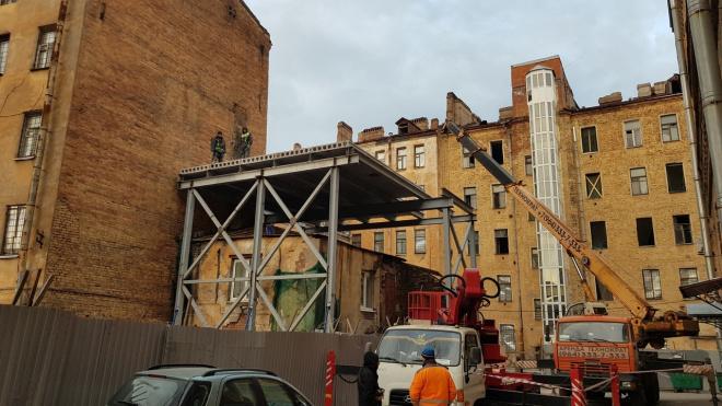 На Тележной улице идут работы по сносу исторического здания