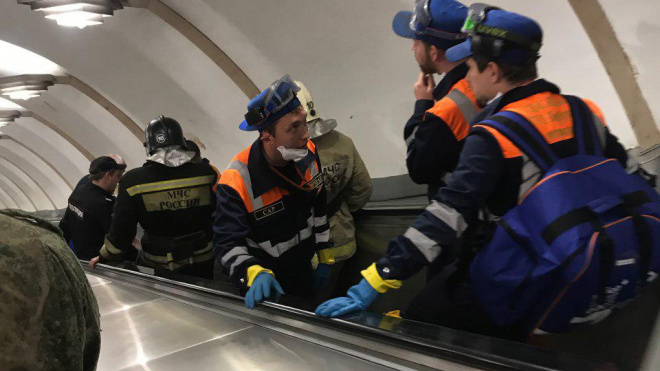 """На """"Чкаловской"""" остановили эскалатор из-за травмы ребенка"""