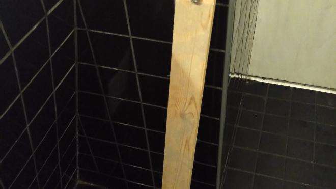 В Петербурге на посетителя ресторана на Московском проспекте свалилась деревянная балка