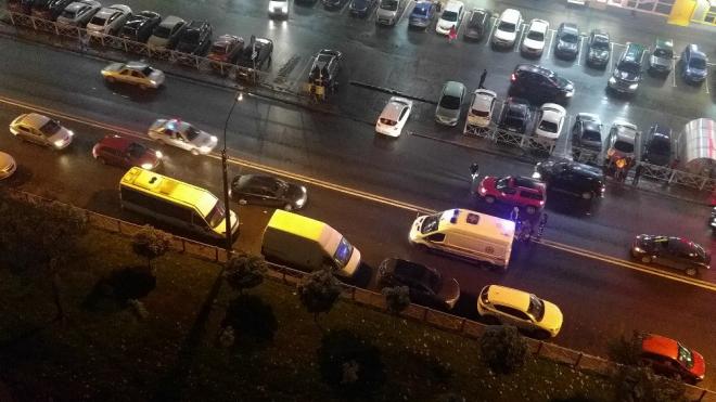 В Колпино сбили женщину, переходившую дорогу в неположенном месте