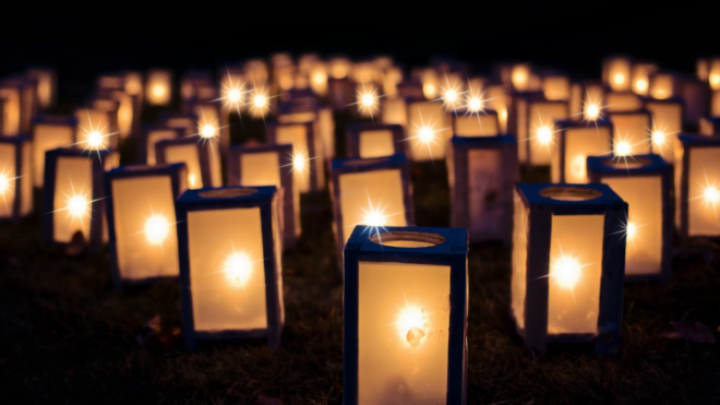 В память о блокаде на Невском проспекте зажглись свечи