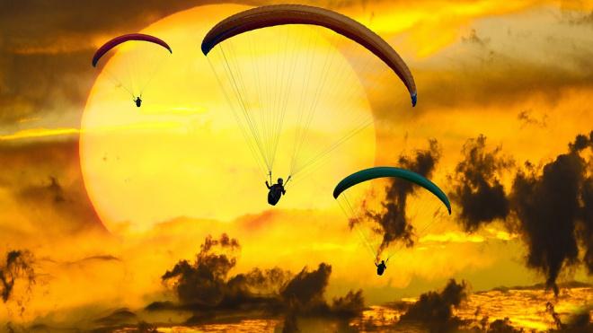 Парашютистки ЗВО совершат 8-тысячный прыжок в канун 8 марта