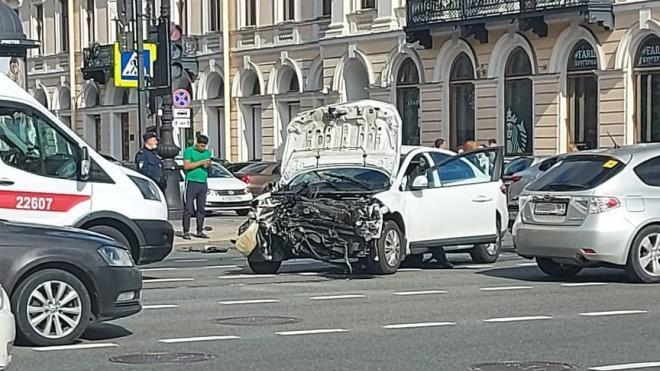 Декан РГПУ имени Герцена попал в массовое ДТП на Невском