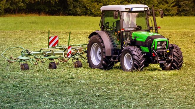 В Ленобласти украли трактор за 7 млн рублей