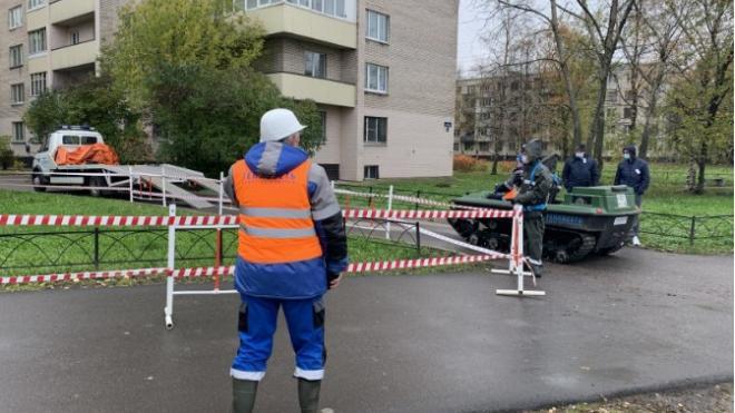 Теплоэнергетики починили трубопровод на улице Комиссара Смирнова