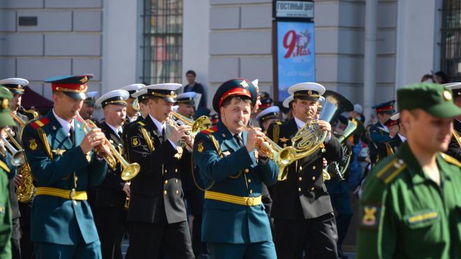 На Дворцовой площади прошла первая тренировка сводного военного оркестра