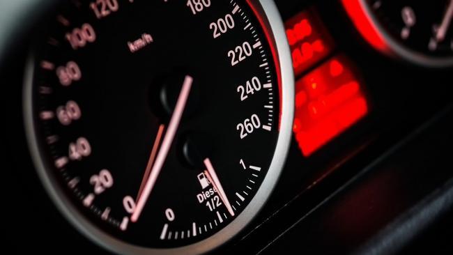Правительство РФ снова рассмотрит снижение нештрафуемого порога за превышение скорости